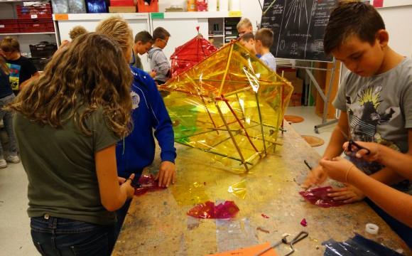 tentjes bouwen met stokjes en elastiekjes-constructie groep 8